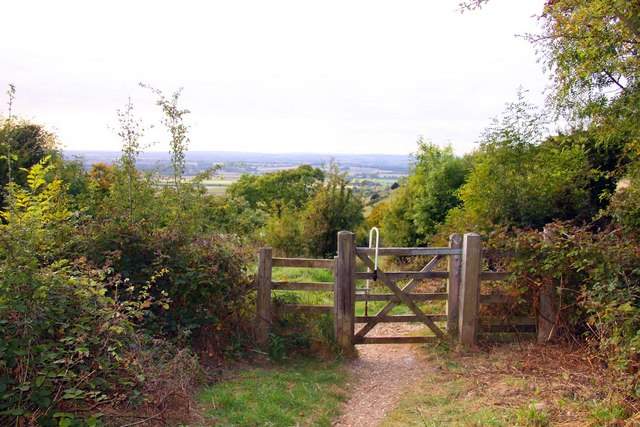 Gate and footpath to Beacon Hill