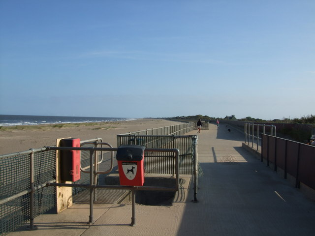 Promenade towards Sandilands