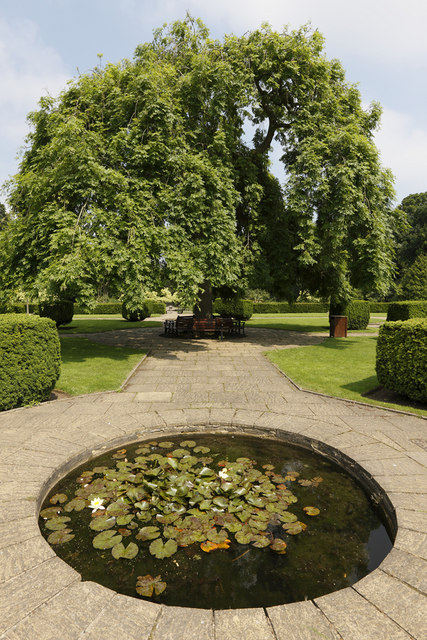 circular pond in kingsnorth gardens alan duncan cc