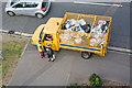 SU4111 : Southampton City refuse cart : Week 38