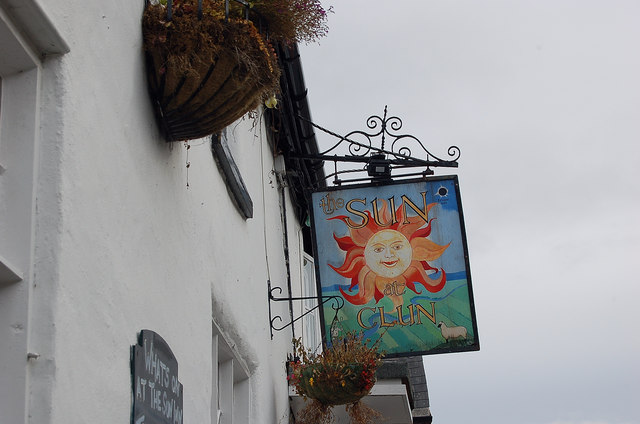 A pub sign that rhymes, Clun