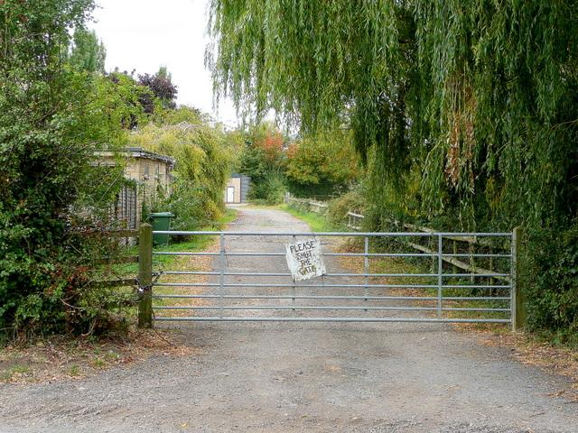 Footpath to Wormington Farm