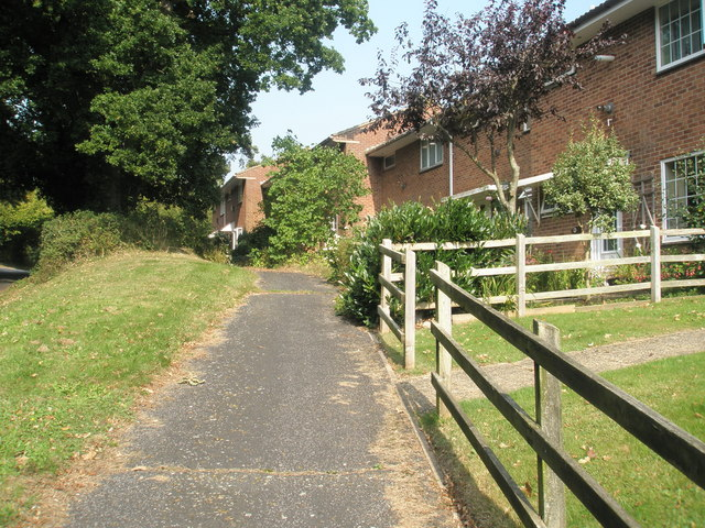 Path running parallel to Mill Lane