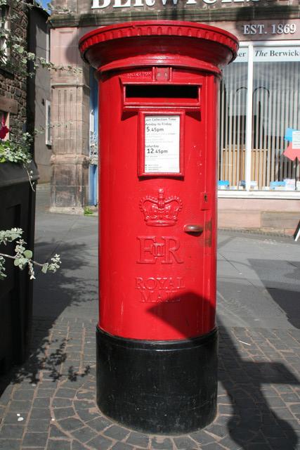 Elizabeth II Postbox, Marygate