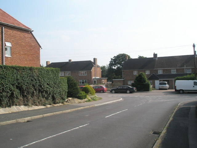 Approaching the junction of Elizabeth Road and Buddens Road