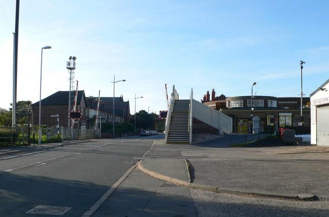 Level crossing and footbridge, Hoylake