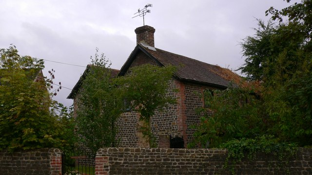 Cottage with pigeons on Longmoor Road