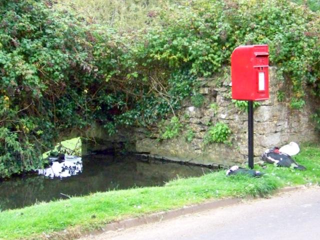 Postbox, Dinder