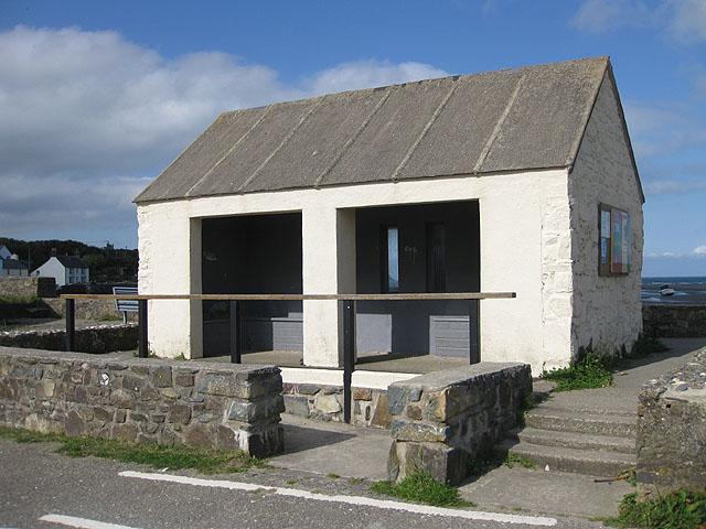 Unoccupied shelter, Trefdraeth/Newport