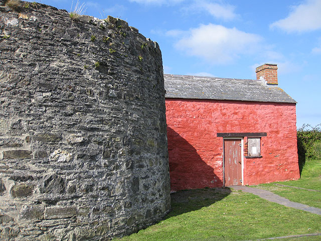 Lime kiln and attached cottage, Parrog