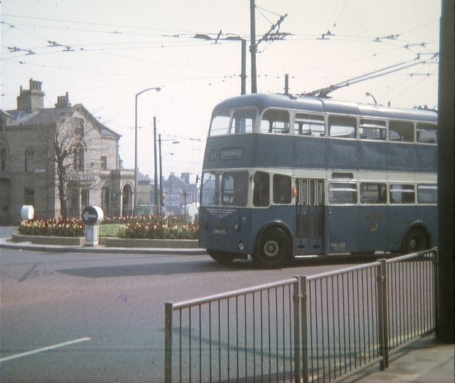 Bradford Trolleybus turning at Saltaire Roundabout