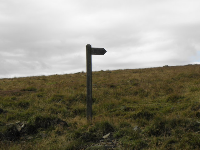 Finger post  for footpath at Cove Hill