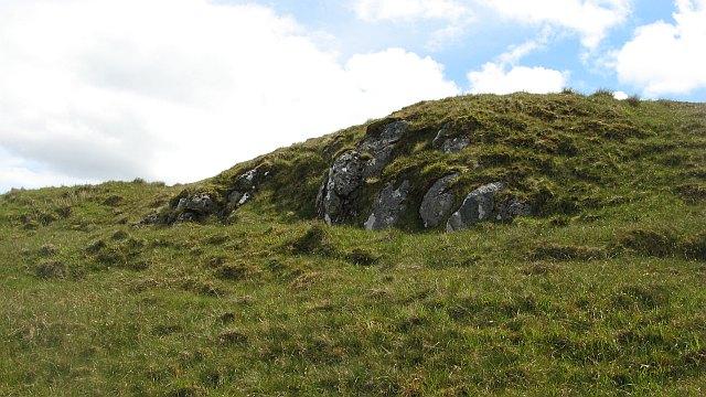 Basalt outcrop, Sìthean na Raplaich