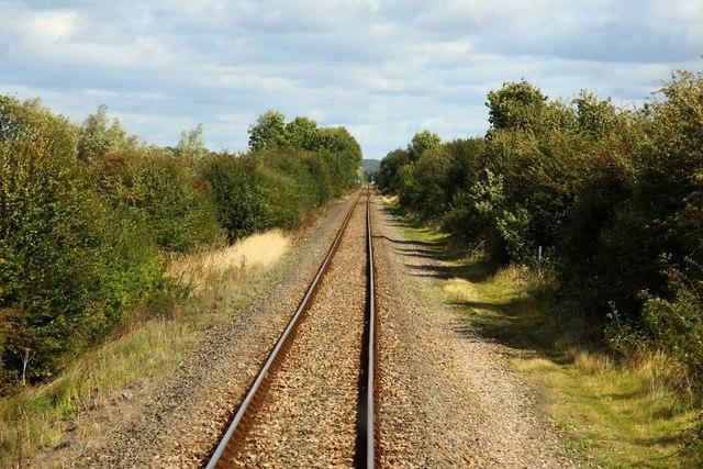 Footpath crossing the railway near Islip
