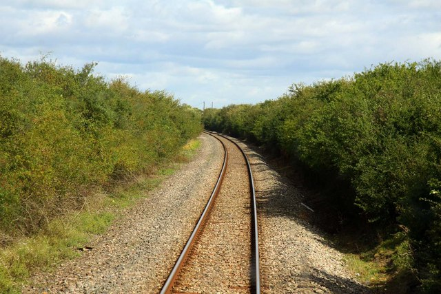 Round the curve to Holts Farm