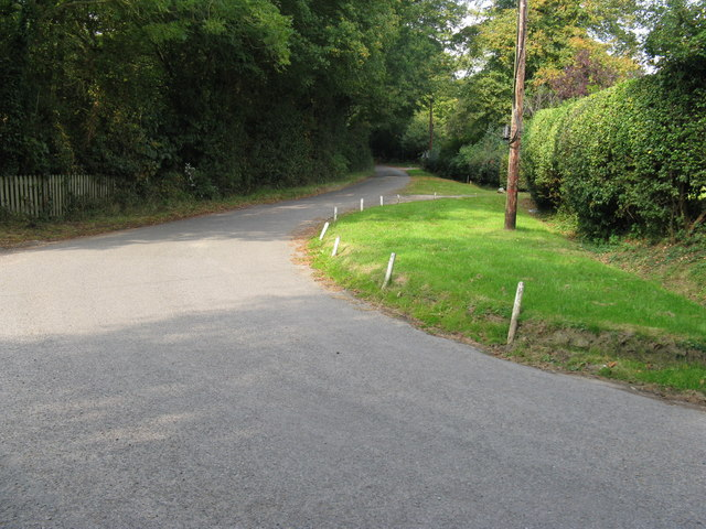 Sharp bend near the end of Frylands Lane