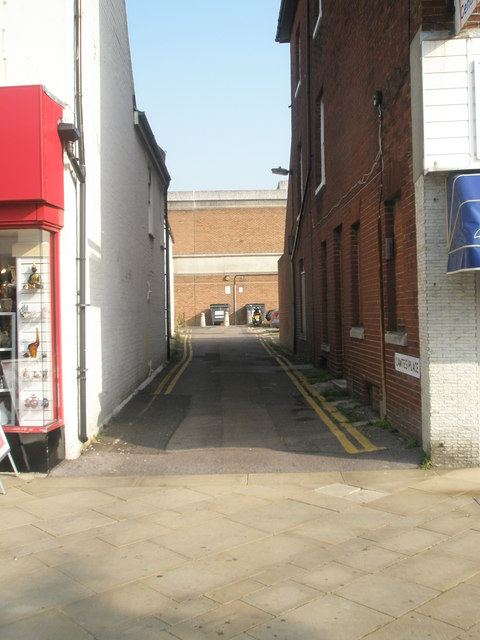 Looking from West Street northwards up Cawte Place