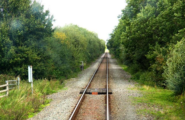 The footpath to Wendlebury crosses the railway