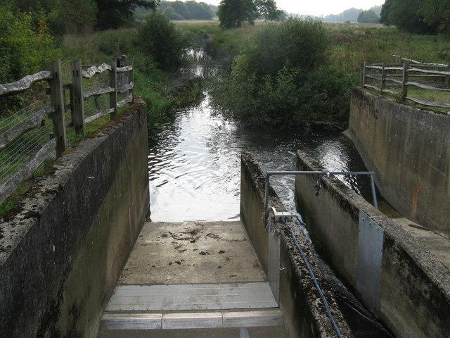 A very low River Adur passing through flow sluices?