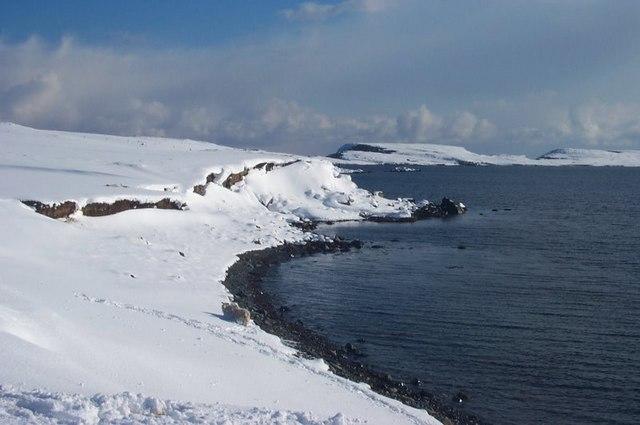 Snowy shoreline near Hamar, Baltasound