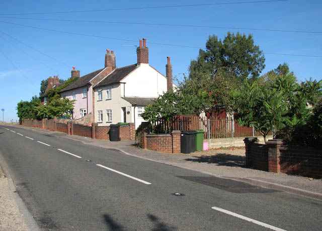 Cottages in Yarmouth Road (B1136)