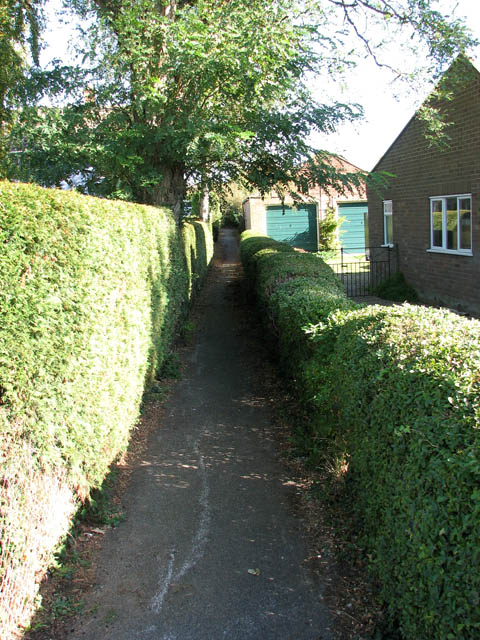 Path from Yarmouth Road to Preston Lane