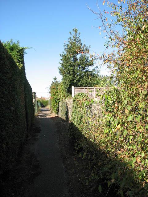 Path linking Yarmouth Road and Preston Lane