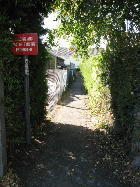 Path from Preston Lane to Yarmouth Road (B1136)