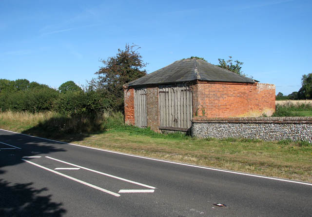 Brick barn by the B1074