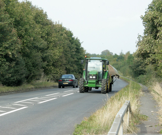 2009 : B4465 Westerleigh Road with tractor