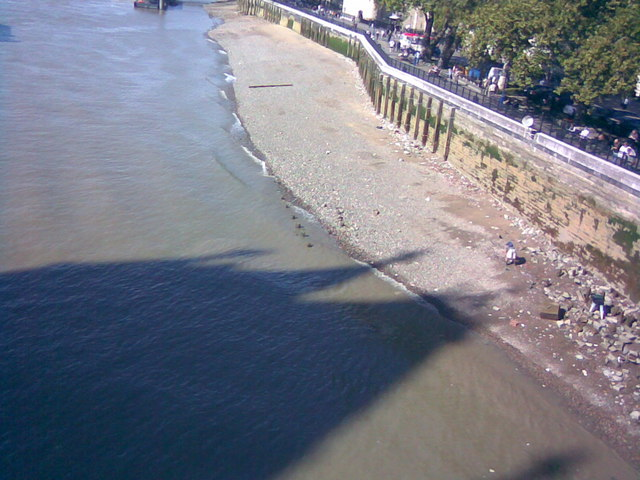 River defences on the North Bank