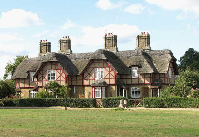 Somerleyton - cottages on the green
