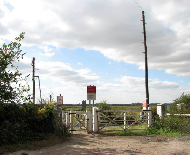 Somerleyton railway station - level crossing at end of Station Road