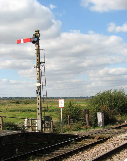 Somerleyton railway station - signal by the level crossing