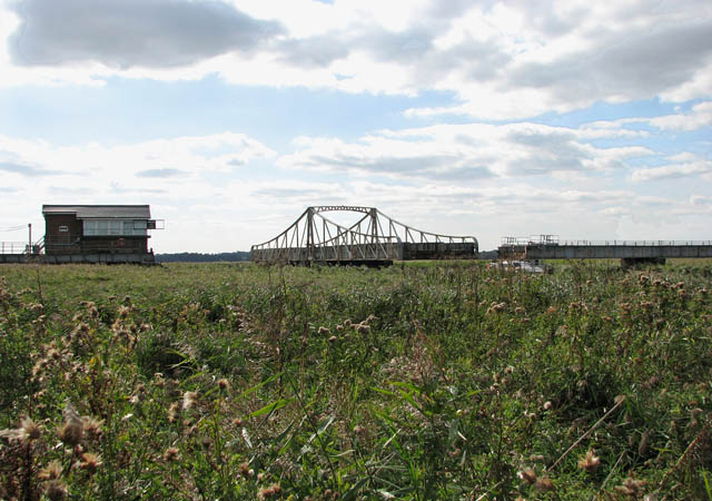 Somerleyton swing bridge and signal box