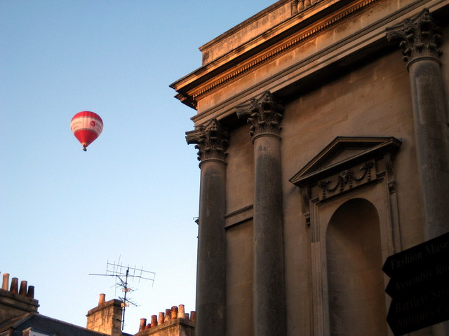 Architectural detail and red balloon - Stall Street