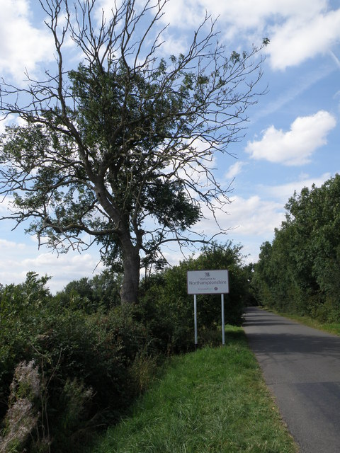 County boundary sign near Luddington