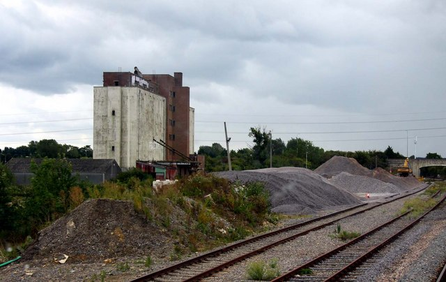The former grain silo next to Banbury Road siding