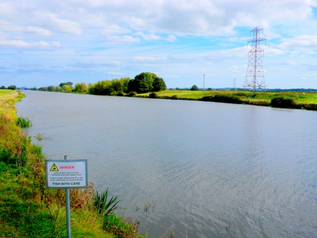 Huntspill River from Woolavington bridge.