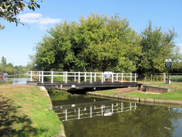 Grand Union Canal Swing Bridge No 125
