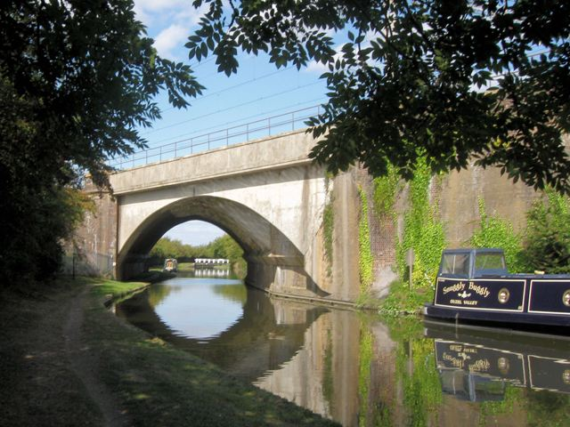 Grand Union Canal – Railway Bridge at Pitstone