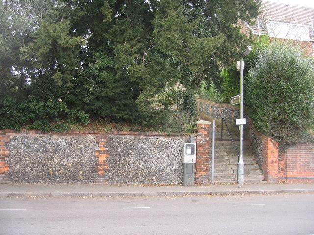 Flint Wall - Priory Road