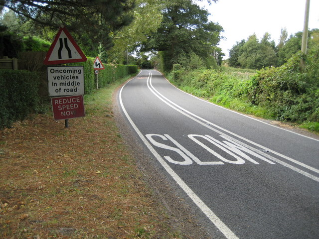 Marehill: A283 approach to Wickford Bridge