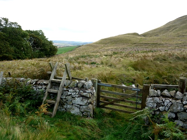 Gate and stile on bridleway