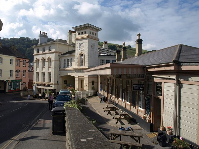 Royal Dart Hotel and Kingswear Station