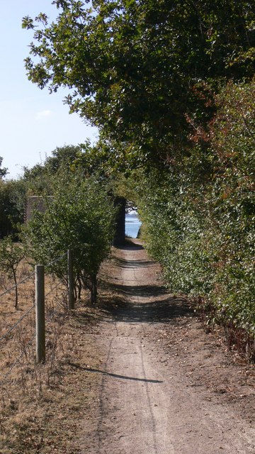 Track from West Lane to Langstone Harbour