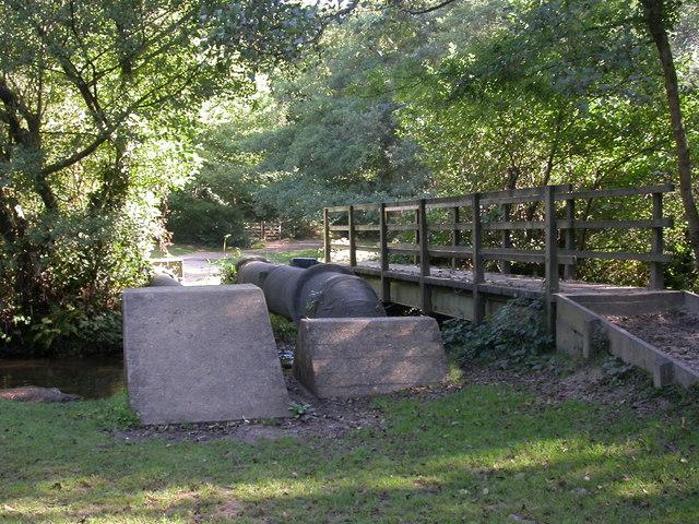 Set Thorns, footbridge