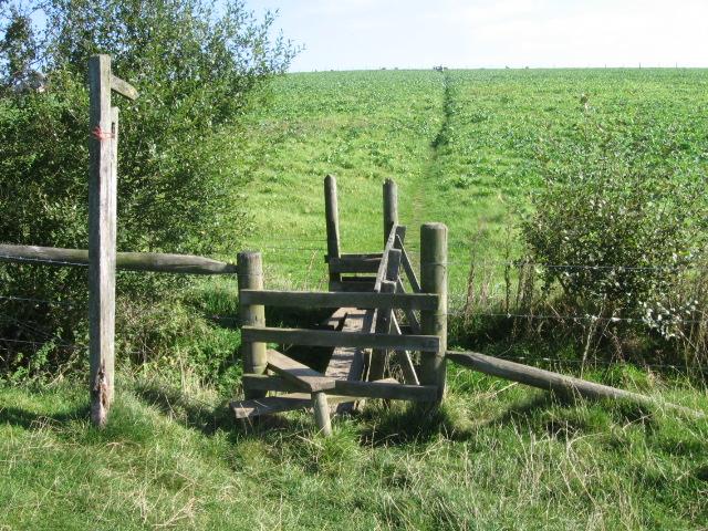 Footpath towards Hallum Barn