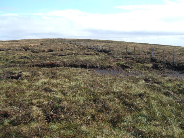 Fence on featureless Comb Fell