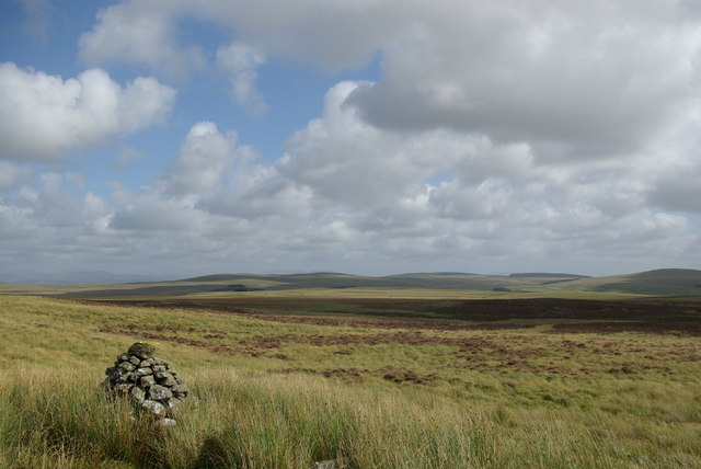 Cairn east of Mid Hill
